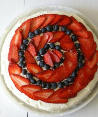 Erdbeer-Sahne-Torte  für die Tee Party Deluxe – Ein locker  und leicht Rezept!